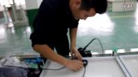 大博金总经理现场安装电池板接线
