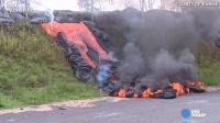 猛!实拍夏威夷火山岩浆冲破栅栏!煮沸池塘!烧毁公路!
