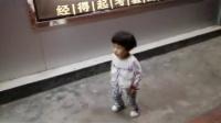 南靖小美女街头现场《小苹果》 跳嗨了,太诱人了