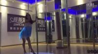 羽毛 抒情钢管舞 杭州下沙戴斯尔舞蹈 杭州哪里学钢管舞 爵士舞 酒吧领舞 绸缎 吊环