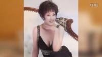 刘晓庆低胸蕾丝似少女 黄色短发显干练