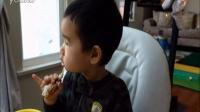 小宝吃烤面包