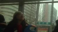 【发现最热视频】反腐先锋的即视感!公交车上的崇洋媚外装逼女