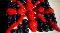 MissZ出品英伦风草莓蓝莓慕斯蛋糕