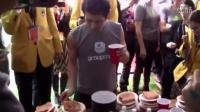 《神经老外什么都吃》之日本大胃王小林尊1分钟吞下13片芝士烤吐司,还不算可乐。老外