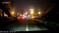 2015.2.28 晚 19时许  车牌号皖A85203 出租车 占道行驶 的不文明违法行为