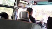 实拍2015年3月 3日湖南怀化麻阳中巴车司机开车打电话