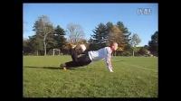 视频: 花式足球教学背上滚球