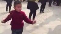奶奶带孙子的终极版本,又一个广场舞的领袖哈哈哈哈哈!_标清