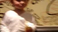 宝贝吃甜筒冰激凌