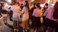 深圳桑拿中心起火 女服务员站街上