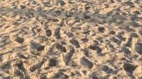三亚沙滩上的白连衣