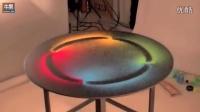 桌上放了4种不同颜色的沙子 开始震动桌子后...