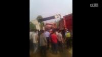 湖北省大冶市保安镇,2辆后8轮货车迎面对撞20150427