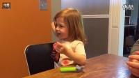 搞笑小孩吃跳跳糖的反应