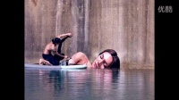 【藤缠楼】美国画家在废弃建筑外墙手绘美女出浴图_2