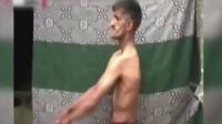 国外橡皮人可折叠身体 双肩折断60张CD破世界纪录 150527
