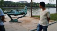 """郑州一座女雕塑长年被袭胸 """"三点""""尽毁惊呆路人 150529"""