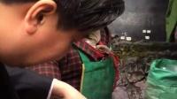 蓝山这个女人好可怜被拐卖7次后变成了精神病人捡垃圾度日(采访视频之三)