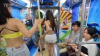 武汉地铁:比基尼美女撕衣快闪