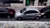 停车女车神,给女司机争光了