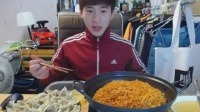 奔驰哥老视频,微信:cnzdch——1大胃王吃出个未来·韩国女主播吃货韩国吃饭直播真的是什么都吃,大胃王减肥美食视频美食人生大学生做菜