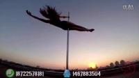 钢管舞美女-唯美表演天空之舞 AV女学院 2 パンツの奥は大騒动!相关视频
