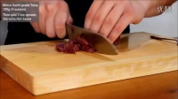 如何制作日本料理 美味的香辣金枪鱼寿司卷