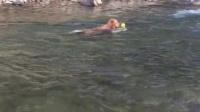 栗子-2015.08临安小溪间和儿子桂圆一起游泳2