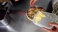 照烧鸡肉披萨教学示范-豪得力比萨技术服务培训现场