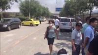 [现场]直击爆炸中心残留现场 车辆厂房皆有损毁