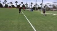 科比和妻子一起踢足球3_标清