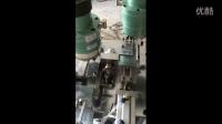 全自动攻牙机器 非标自动化攻丝设备 冲压件攻牙机加工视频
