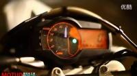 专业特技车手展示KTM 690 SMC摩托车特技