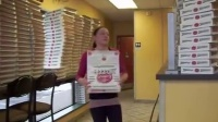 专业折披萨盒子,这手速。。。