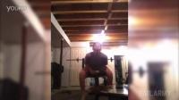 小男孩自拍健身教学影片,结果下一秒蛋蛋就。。。