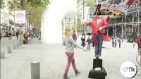 经典实拍:三美女街头搭讪猛男摸私处募捐