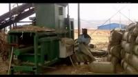 青贮饲料打包机 自动推包玉米秸秆液压打包机视频