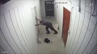 总是有入室小偷..于是店主做了3扇从里面打不开的门….