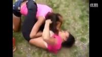 两个悍妇厮杀打架!好久没看到这么刺激的视频了!
