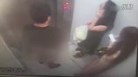 监拍丁字裤男电梯内打手枪 两女子超淡定