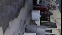 迎宾小区2街区,由物业9月份挖坑给一私人住家接管,现10月14号,无人管理,给附近居民造成不便,还望相关部门尽快解决。