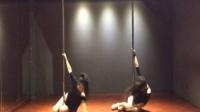 【性感钢管舞】美女教你跳钢管舞 、钢管舞现场教学视频