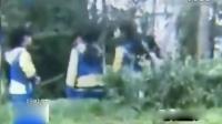 临沂某中学门口4名女生围殴男生狂扇其耳光
