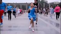 可爱漂亮的小女孩带大妈们跳小苹果 广场舞 惊呆众人