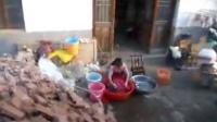 洗衣服的三班学生