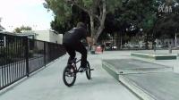 视频: BMX How-to - Hard-180 to Backwards Smith w_ Grant Castelluzzo