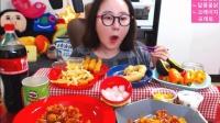 【微博@学姐宿舍】爱凤吃播-鸡肉炒年糕+薯条+炸虾+面包