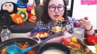 【微博@学姐宿舍】爱凤吃播-酸辣牛杂炖锅+年糕饺子汤