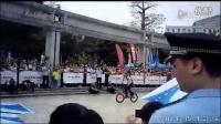 视频: 2015丰顺喜德盛自行车赛 极限自行车震撼表演片断  今日丰顺
